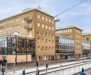 Fastighet på Första Långgatan 1-7.
